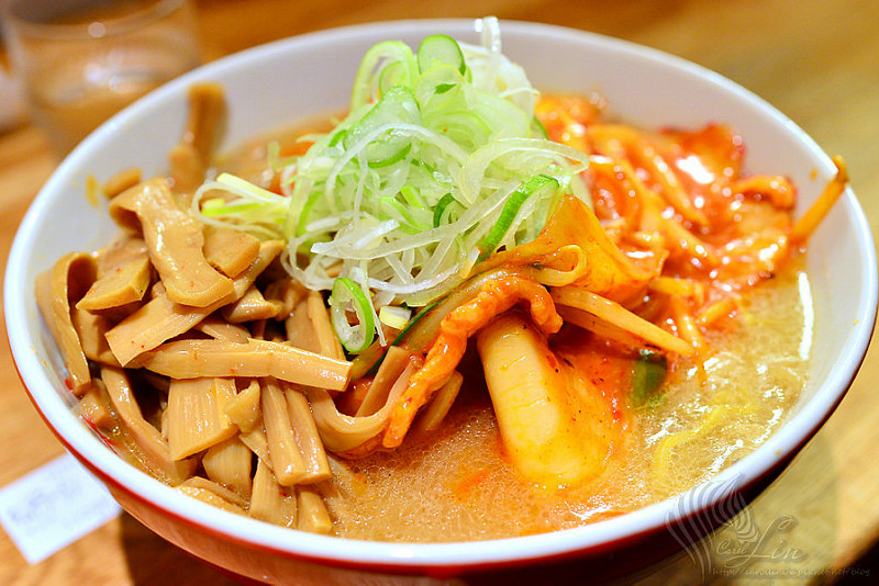 【美食】北海道自由行。狸小路商圈《すみれ 札幌》味噌拉麵老店推薦