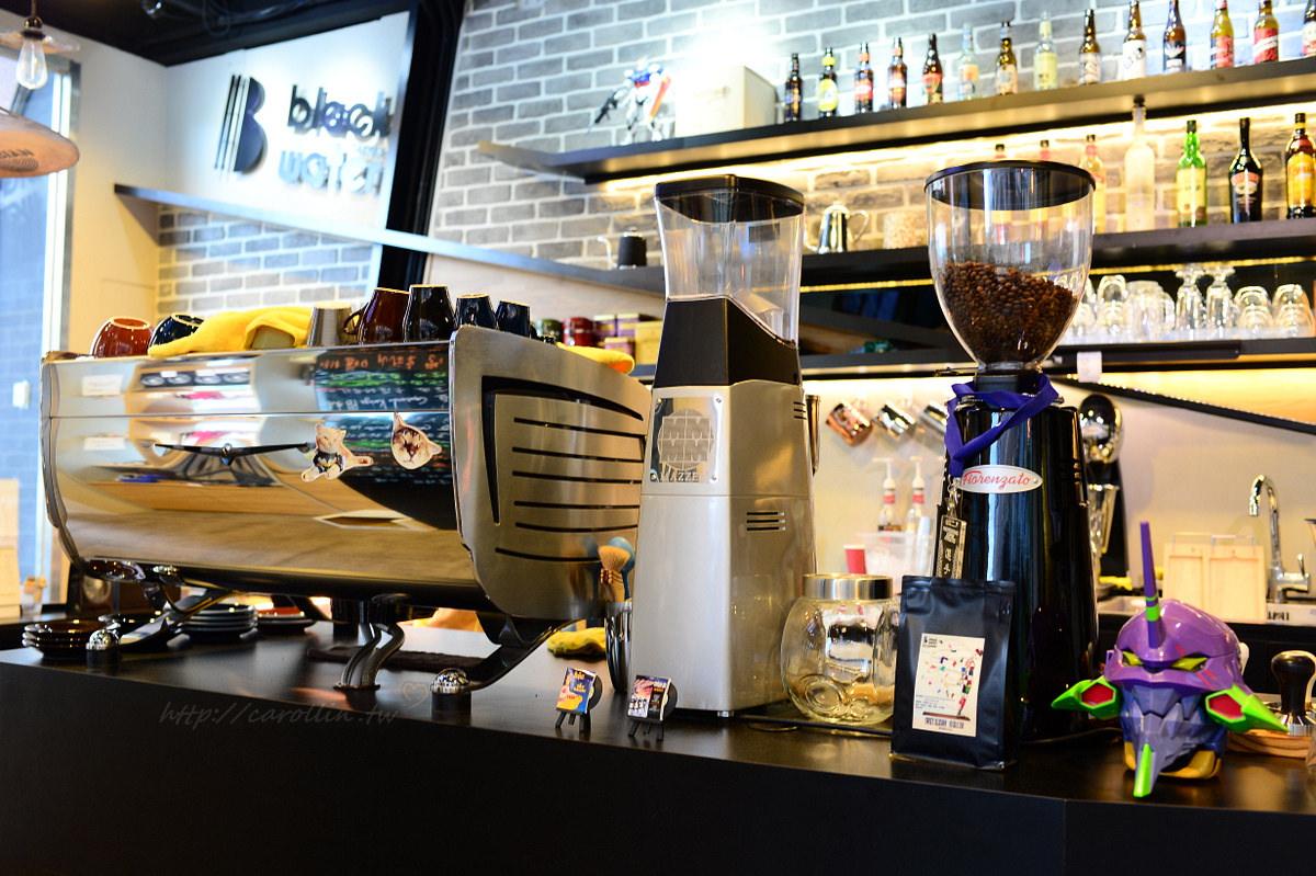 台中美食|西屯區《黑水工廠咖啡館 Black Water Foundry》貓咪cafe x 自家烘焙手沖咖啡