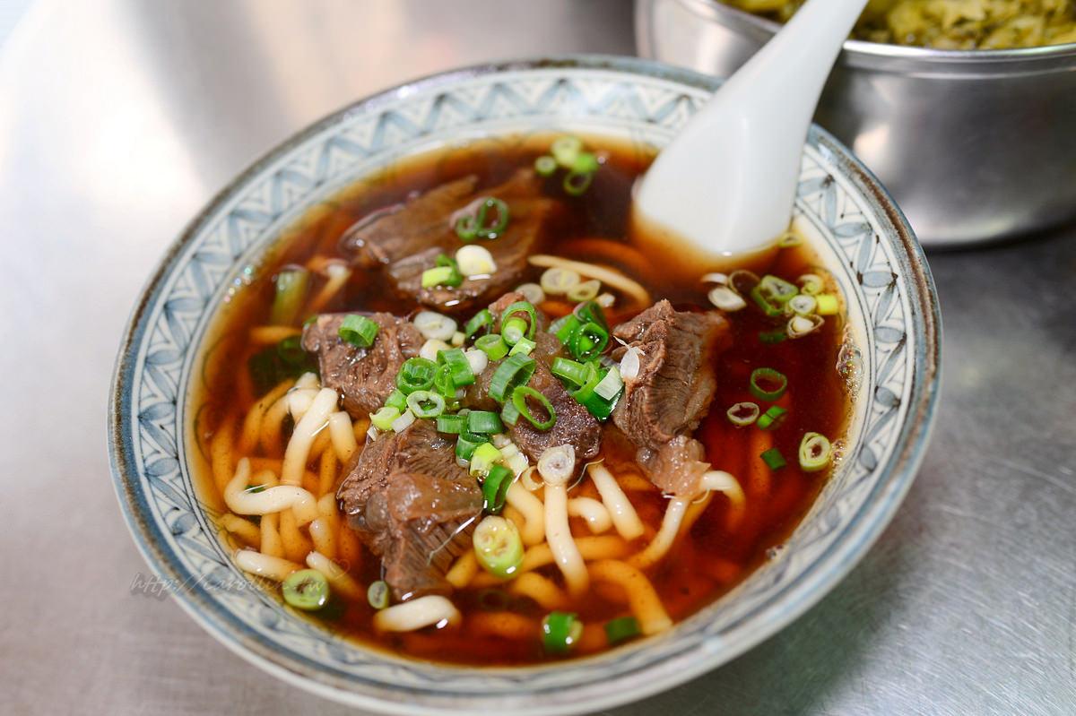 台南灣裡黃金商圈 佳一牛肉麵