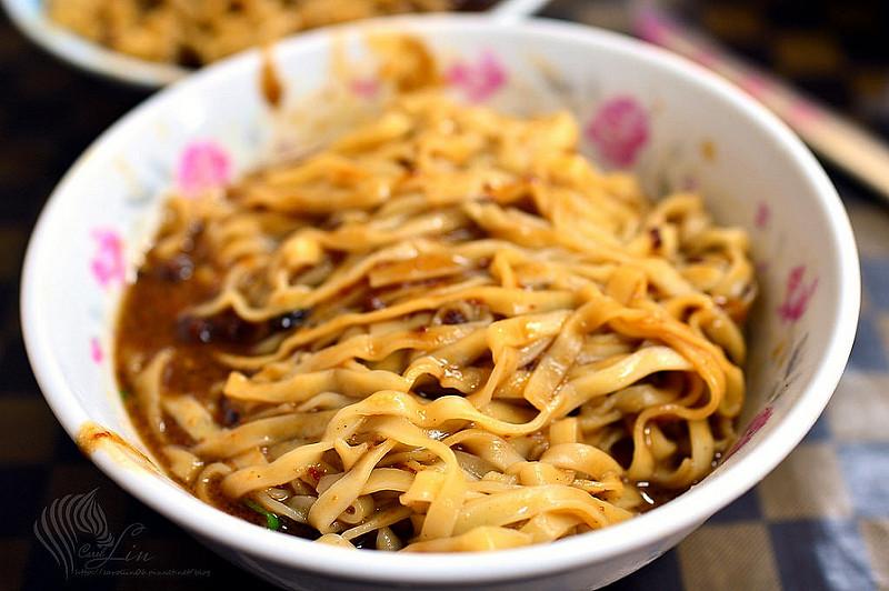 宜蘭美食|在地人推薦小吃《農權路炸醬麵》雙醬麵麻醬麵炸醬面