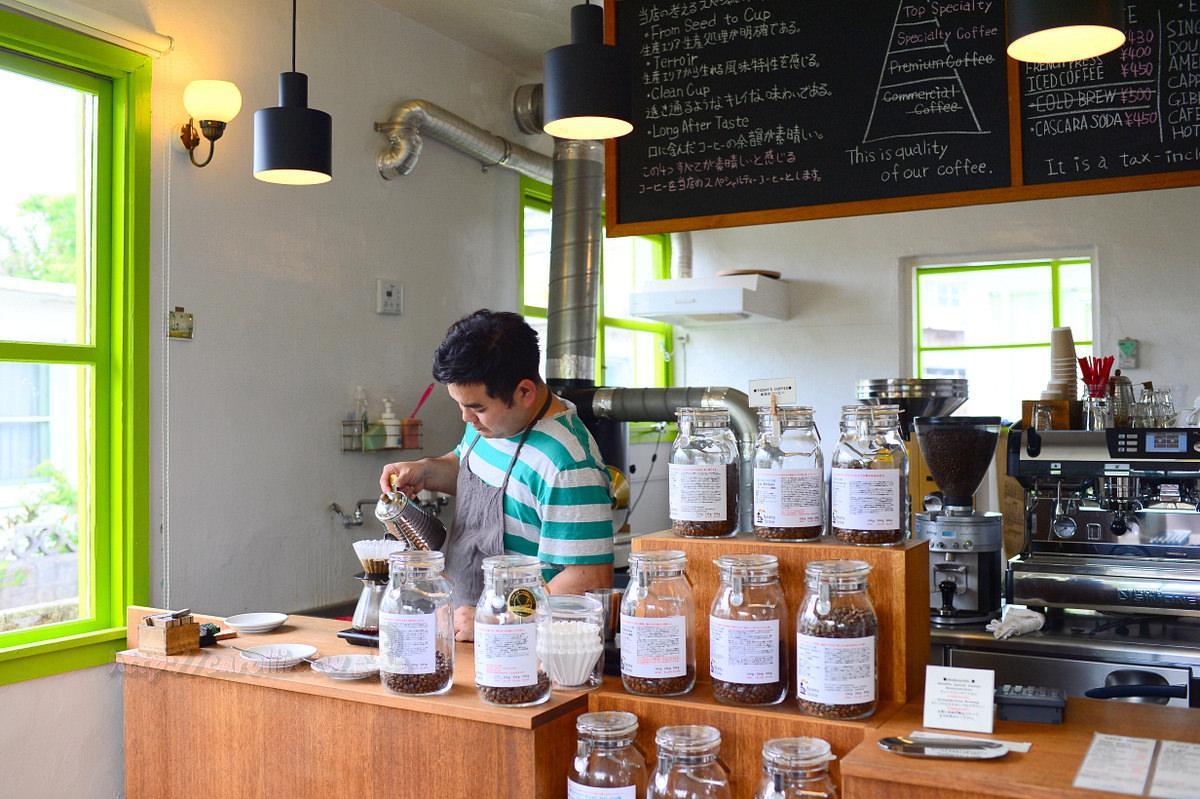 沖繩美食|浦添外國人住宅區《Okinawa Cerrado Coffee Beans Store》自家烘焙咖啡館推薦