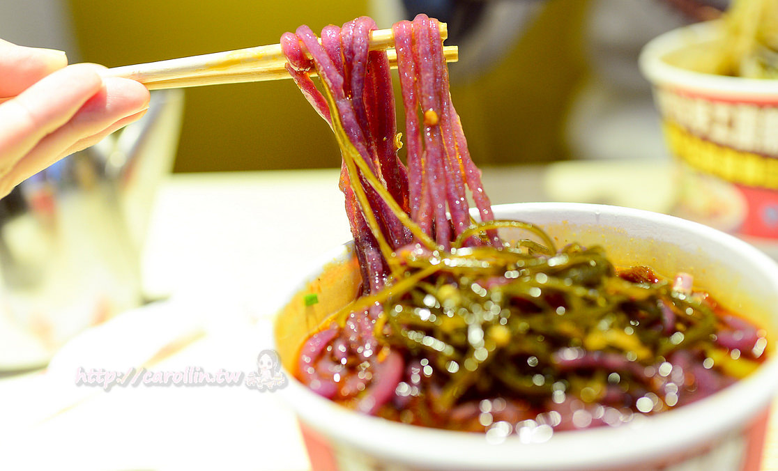 四川旅遊景點 | 重慶 磁器口古鎮《張老漢手工酸辣粉》老街必吃美食