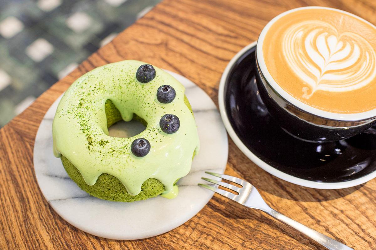 台南美食 | 安平 Meller 墨樂咖啡 – 乾燥花 x 戚風蛋糕 超好拍甜點店