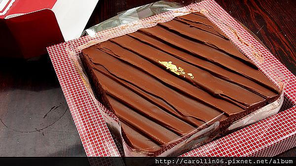 【美食】新北市。三峽區《艾波索烘焙坊》人氣團購甜點 6吋黑金磚巧克力蛋糕