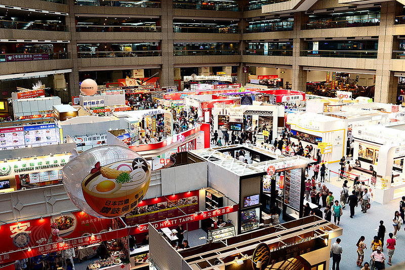 【逛展】《2015 台灣美食展》展區遊覽隨拍 (拍活動、便當、妹子、伴手禮、展示品)