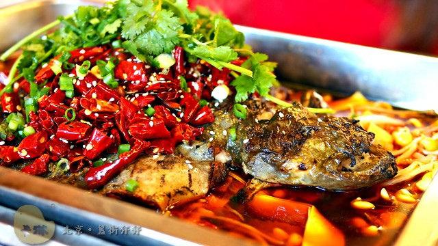 【美食】北京自由行。簋街《仔仔烤魚》必吃特色餐點