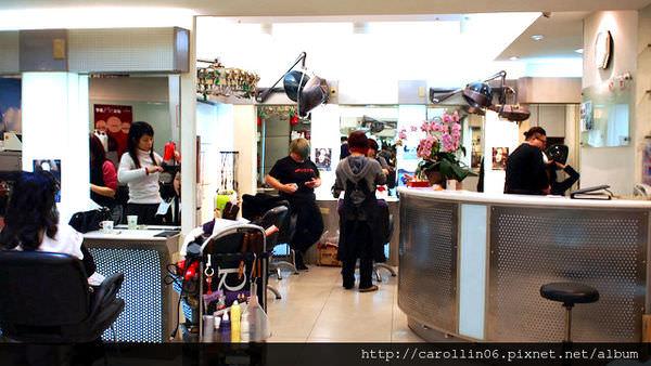 【美髮】台北。忠孝新生站《花群髮型美容》剪髮+燙髮 (邀稿)