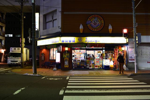 【美食】北海道自由行。函館必吃《ラッキーピエロ LUCKY PIERROT (函館駅前店)》幸運小丑漢堡