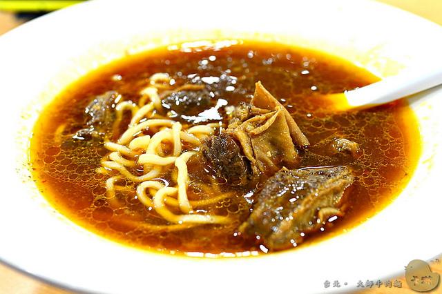 【美食】台北。內湖區《大師牛肉麵》西湖市場每日殘酷限量80碗人氣麵食