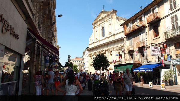 【旅遊】法國自由行。南法《亞維儂 Avignon》巧遇亞維儂off藝術節