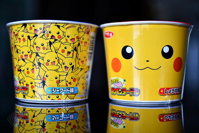 【美食開箱】日本 Sanyo Foods サッポロ一番《神奇寶貝 皮卡丘泡麵》醬油 & 海鮮杯麵