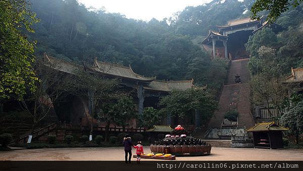 【旅遊】四川自由行。成都《東方佛都》樂山大佛前的佛像暖場